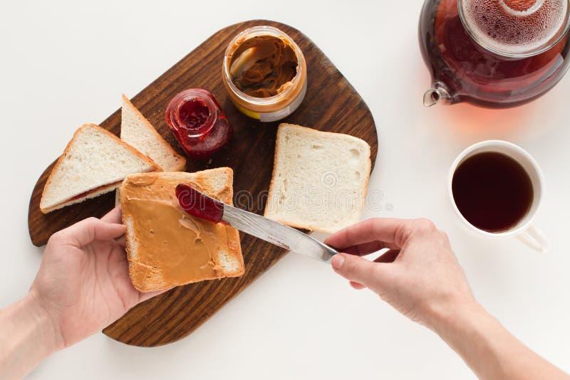 Toosts met jam en pindakaas royalty-vrije stock afbeeldingen