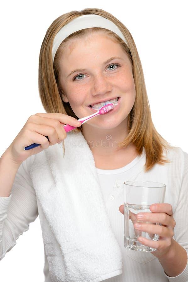 Toothbrus de cepillado de la chica joven de los dientes de la higiene dental imagen de archivo libre de regalías