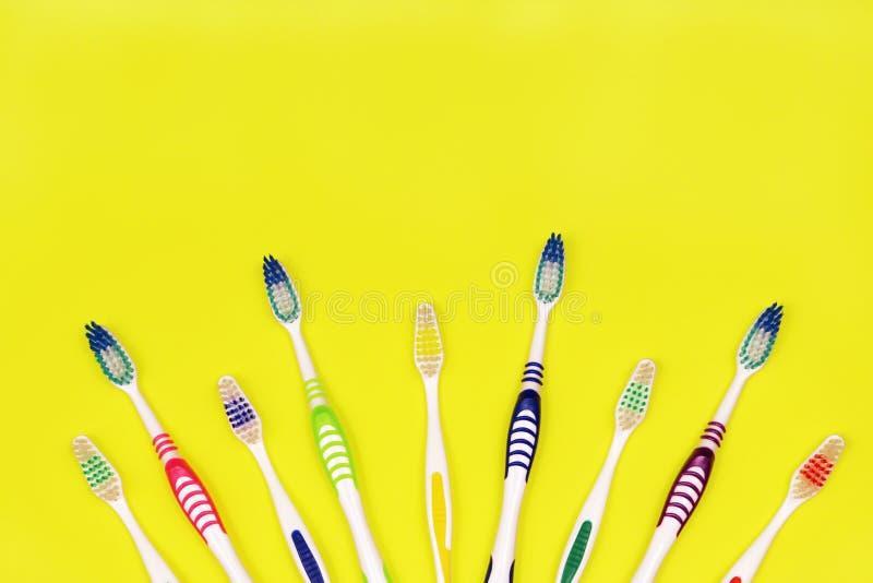 Toothbrushes na żółtym tle zdjęcie royalty free