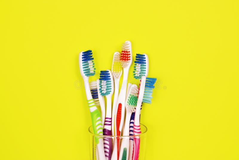 Toothbrushes na żółtym tle zdjęcie stock