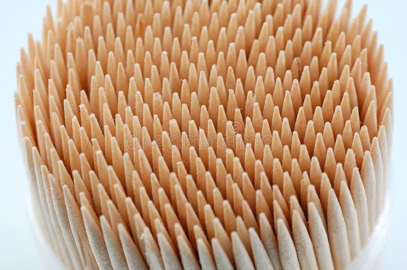 Toothpicks im weißen Hintergrund lizenzfreie stockfotos