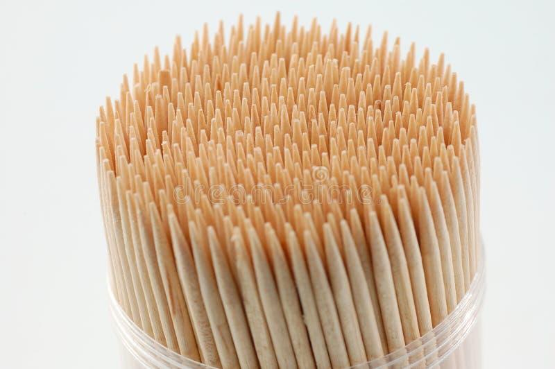 Toothpicks im weißen Hintergrund lizenzfreie stockfotografie