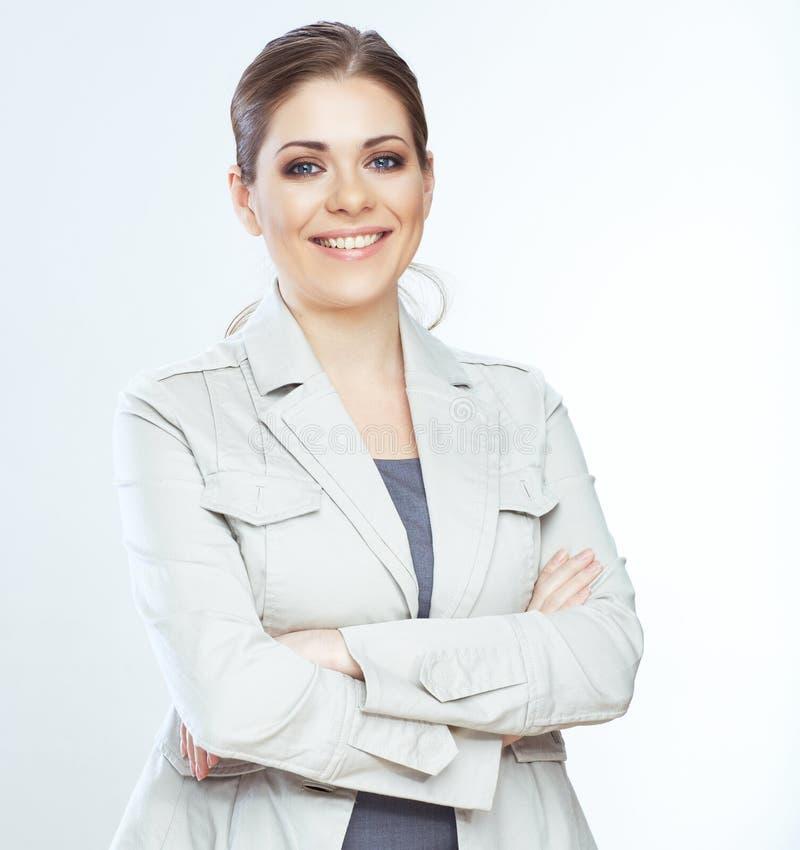 Toothy glimlachende bedrijfsvrouw op whteachtergrond.