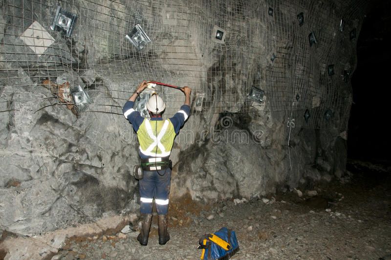 Topógrafo da mina subterrânea fotografia de stock royalty free