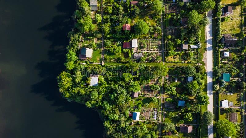 Top abajo de la visión aérea sobre jardines del diagrama en la ciudad, Tarnow, Polonia imágenes de archivo libres de regalías
