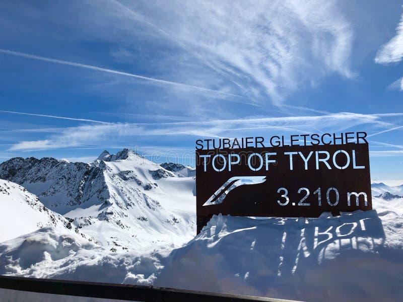 Top de la estación de esquí del glaciar de Stubai fotografía de archivo libre de regalías