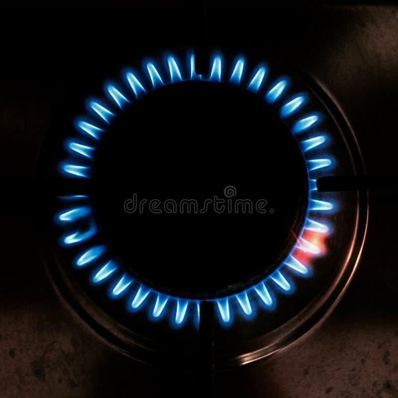 Top-down Ansicht des Ringes des Feuers auf einem Ofen lizenzfreie stockfotos