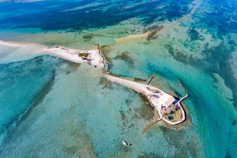 Top down mening van Agios Nikolaos-eiland dichtbij de Stad van Lefkada in Gree stock foto's