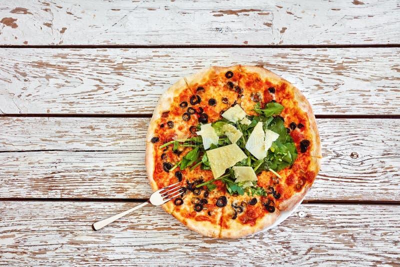 Top down mening van een heerlijke pizza stock afbeelding