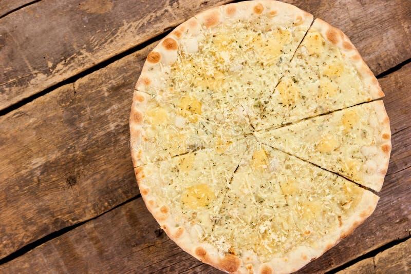 Top down van pizzaquattro Formaggi mening stock afbeelding
