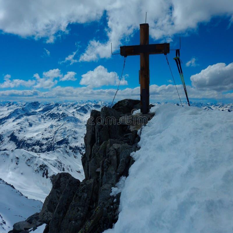 Top dwarsath K2 mountainin Oostenrijk royalty-vrije stock foto