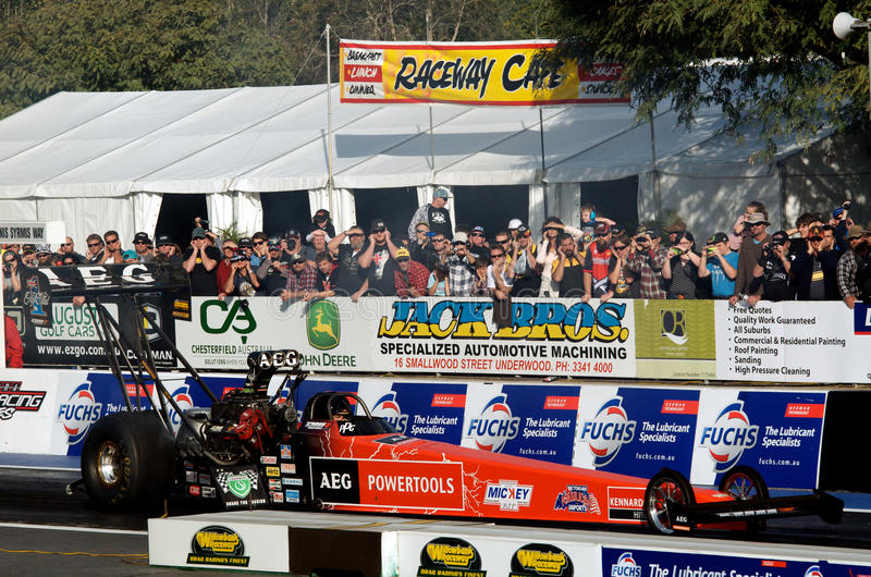 Download Top Fuel Competition editorial image. Image of raceway - 25288075