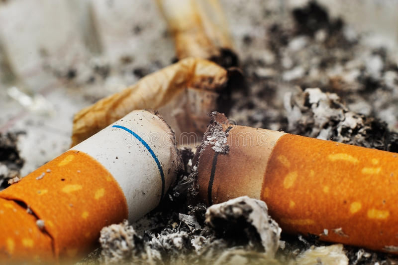 Tope de cigarrillo fotografía de archivo libre de regalías