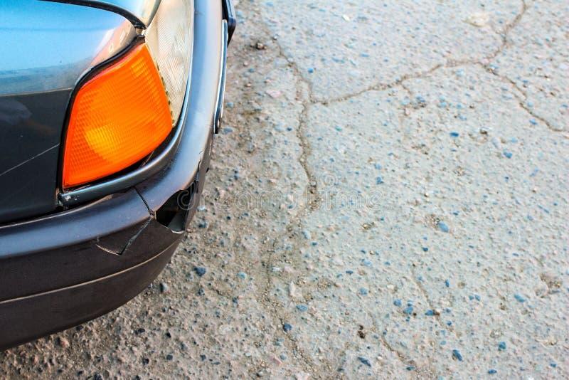 Tope sucio roto del coche cuando la primera nieve imágenes de archivo libres de regalías