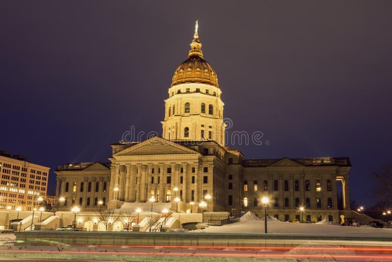 Topeka, Kansas - Eingang, zum des Kapitol-Gebäudes anzugeben lizenzfreies stockbild