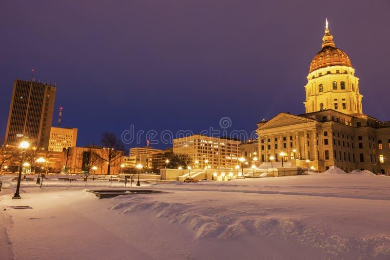 Topeka, Kansas - Eingang, zum des Kapitol-Gebäudes anzugeben lizenzfreie stockbilder