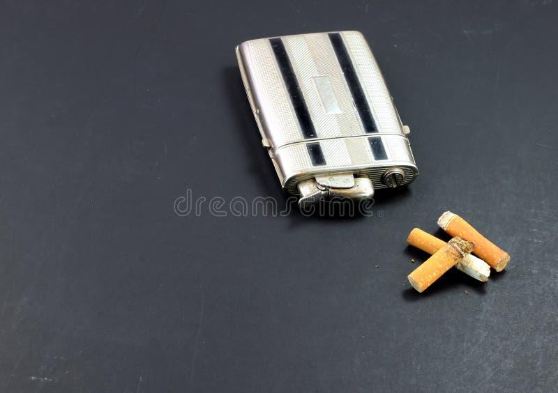 Topes del alumbrador/de la caja y de cigarrillo de la vendimia fotografía de archivo libre de regalías