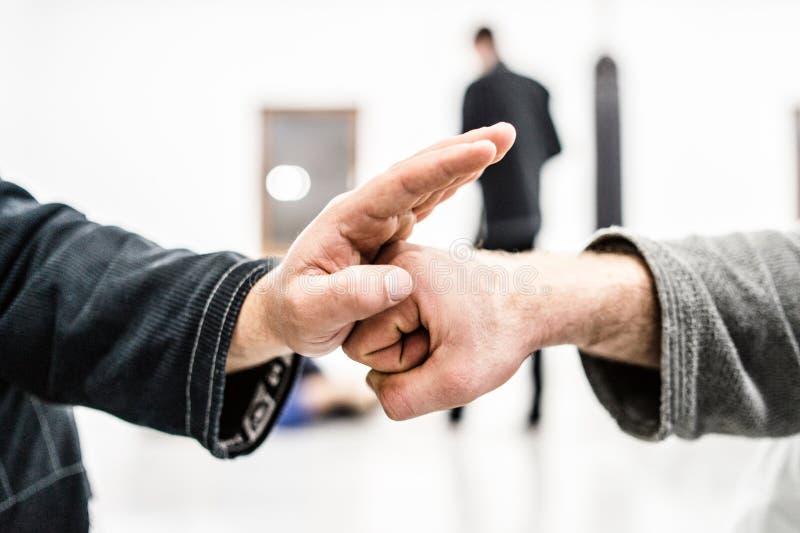 topetón de la mano en el entrenamiento de Jiu Jitsu del brasileño imagen de archivo libre de regalías
