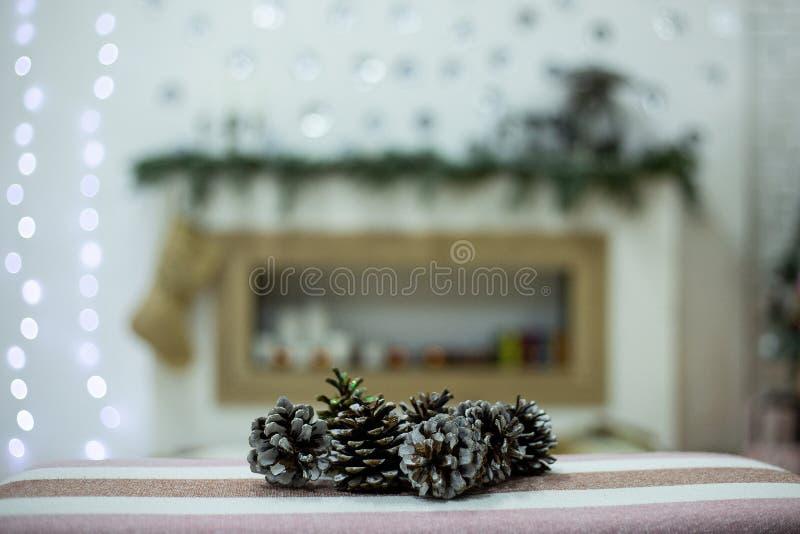 Topetones en un fondo de la Navidad imágenes de archivo libres de regalías