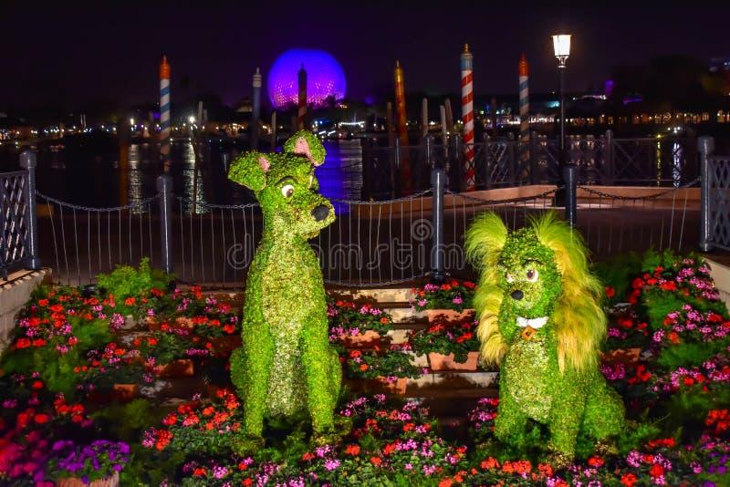 Topiaries de Bernard et de Bianca dans le pavillon de l'Italie chez Epcot en Walt Disney World 2 photos libres de droits