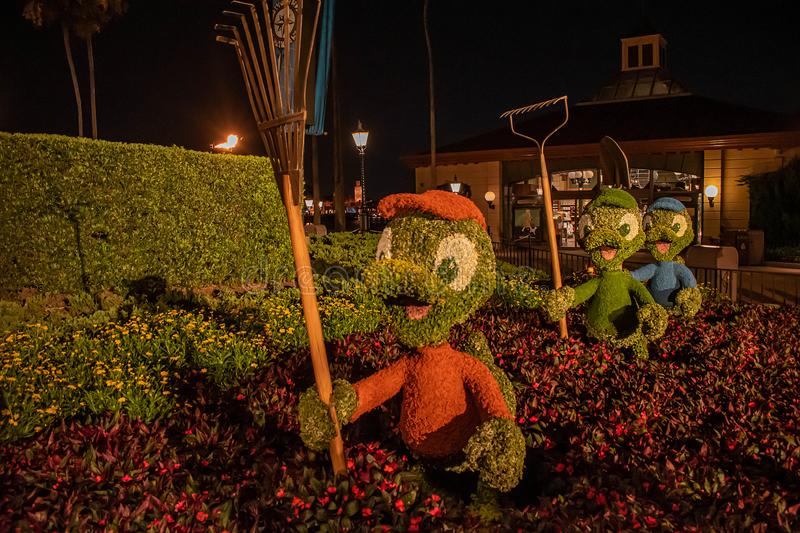 Topiaries Huey, Deweys u. Louie bei Epcot in Walt Disney World Resort stockbilder