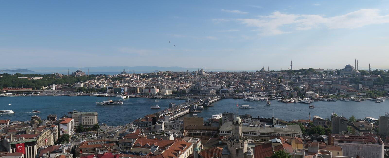 Topkapi-Palast, Hagia Sophia, blaue Moschee und das goldene Horn, wie von Galata in Istanbul gesehen, die Türkei lizenzfreie stockbilder