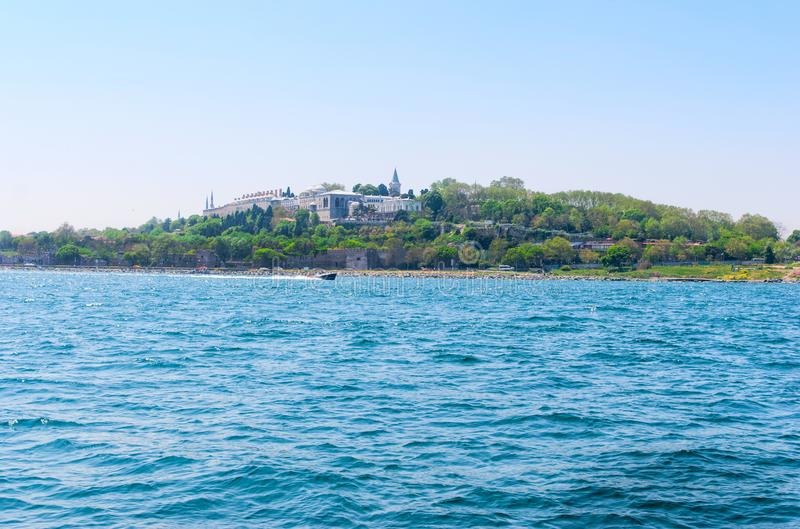 Topkapi-Palast vor Marmara-Meer Istanbul, die Türkei lizenzfreie stockfotos
