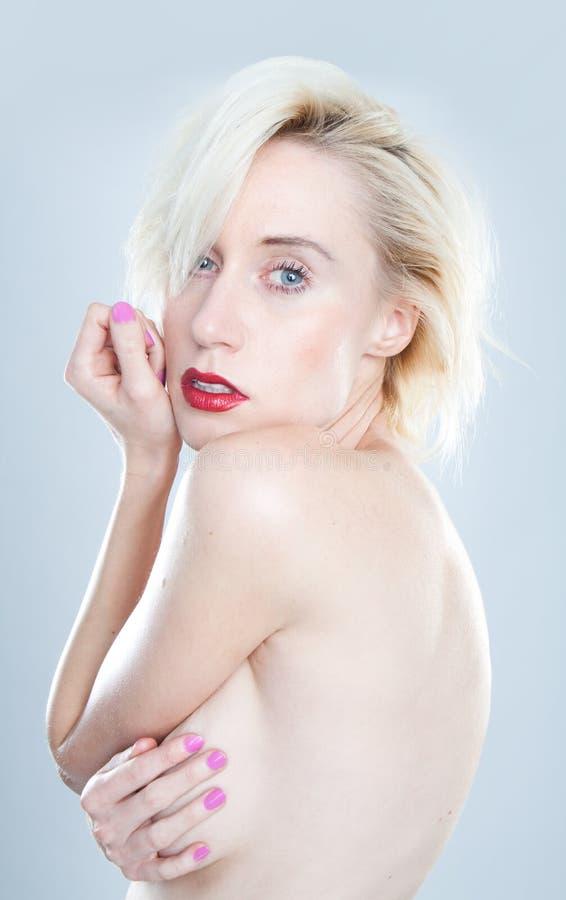 Topless ung härlig blond kvinna arkivbild