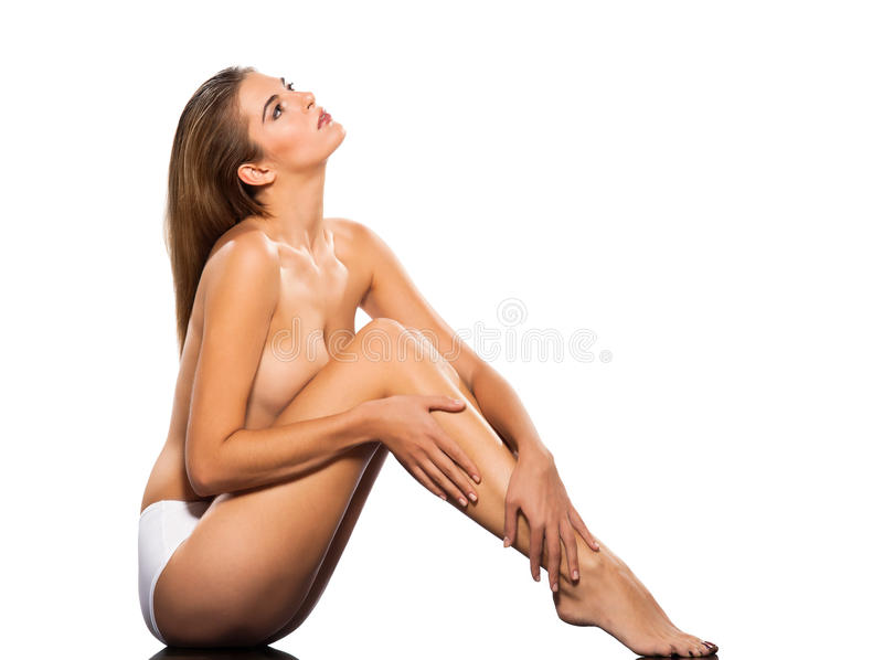 Toplesse reizvolle junge Frau, die oben schaut stockbilder