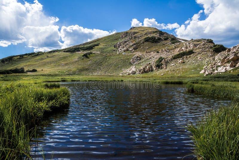 Topmeer in rotsachtig berg nationaal park Colorado royalty-vrije stock afbeelding