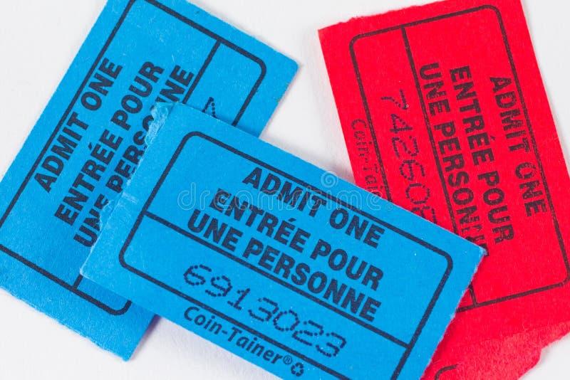 Topo de bilhete vermelho e azul no fundo branco fotografia de stock royalty free