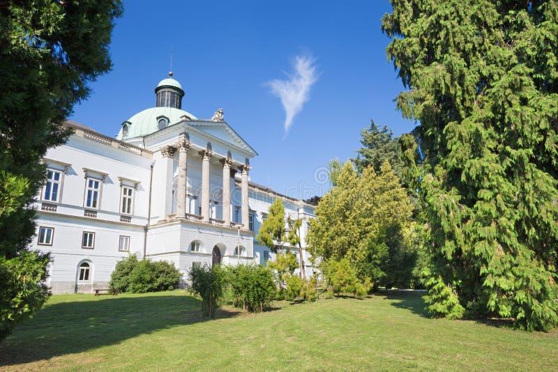 Topolcianky - das Schloss und der Park lizenzfreie stockfotos