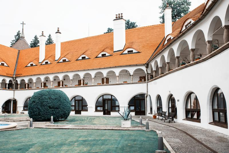 Topolcianky-Schloss, Slowakei lizenzfreie stockbilder