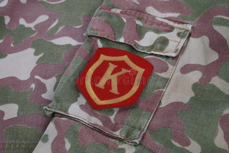 Toppa di spalla sovietica di comandante dell'esercito sul fondo dell'uniforme del cammuffamento immagine stock libera da diritti