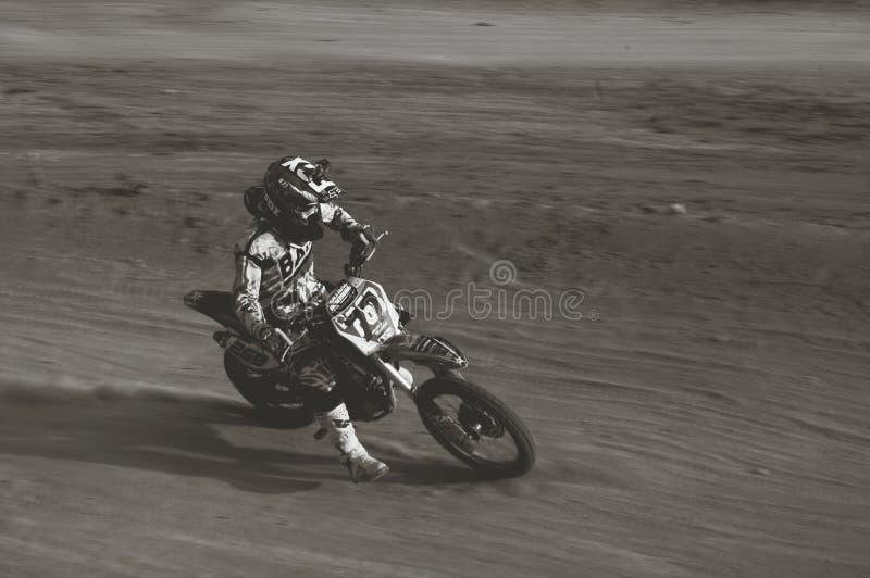 Toppen grasstrack för motocross royaltyfria foton