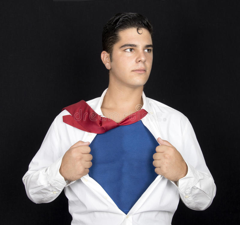 Toppen hjälte som river av hans skjorta med kopieringsutrymme arkivbild