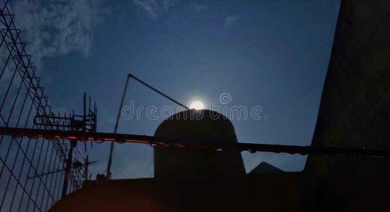 Toppen måne på min vattenbehållare royaltyfri bild