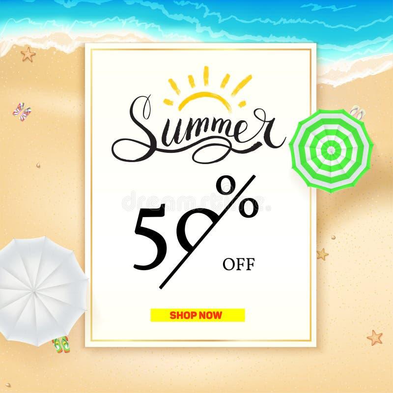 Toppet f?rs?ljningsbaner f?r sommar Femtio procent rabatt Realistiska solparaplyer p? varm gul sand p? stranden av havet stock illustrationer