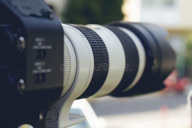 Toppet slut upp av den yrkesmässiga videokameran fotografering för bildbyråer