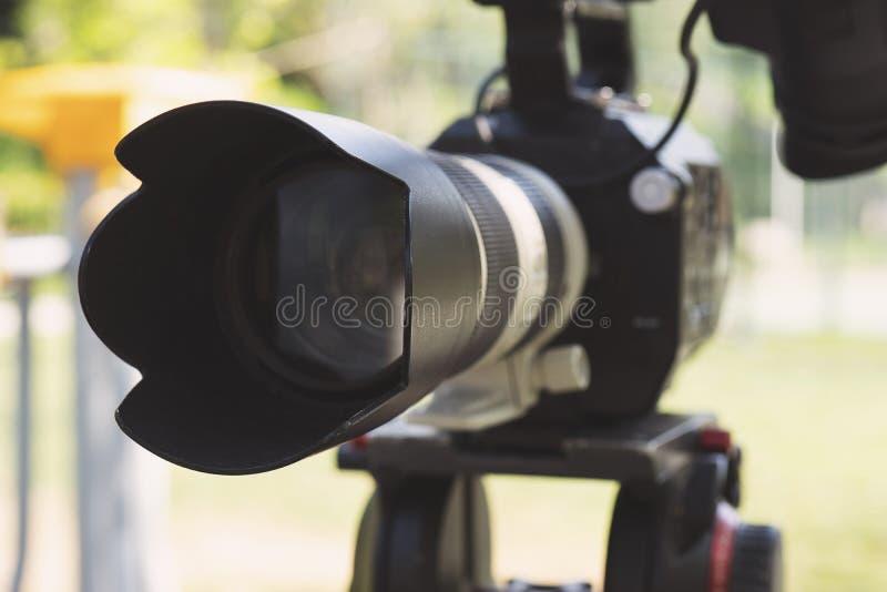 Toppet slut upp av den yrkesmässiga videokameran arkivbilder