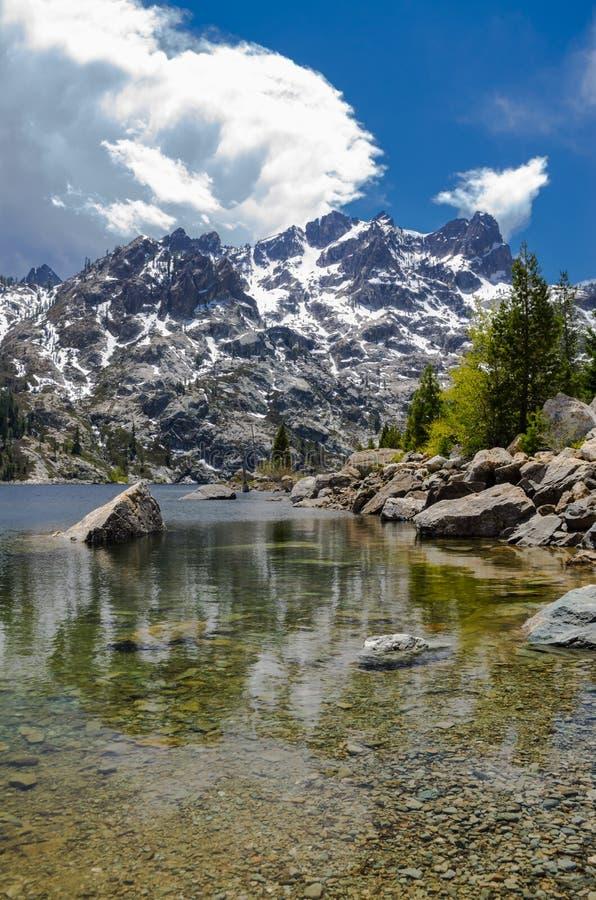 Toppig bergskedja Buttes arkivfoton