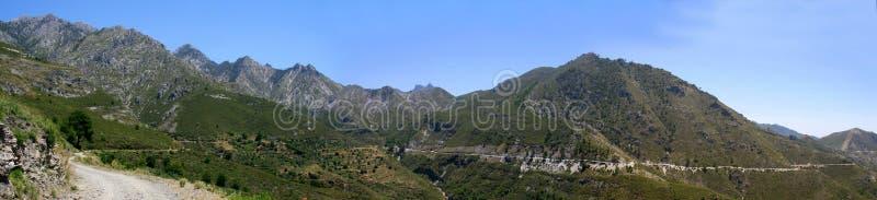 Toppig bergskedja de Almijara, Nerja royaltyfria bilder