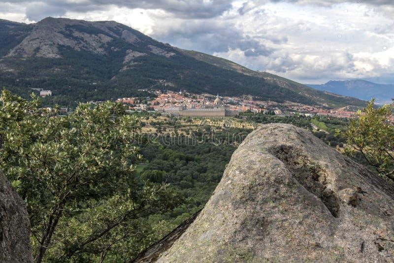Toppig bergskedja de Guadarrama, Madrid Spanien royaltyfria foton