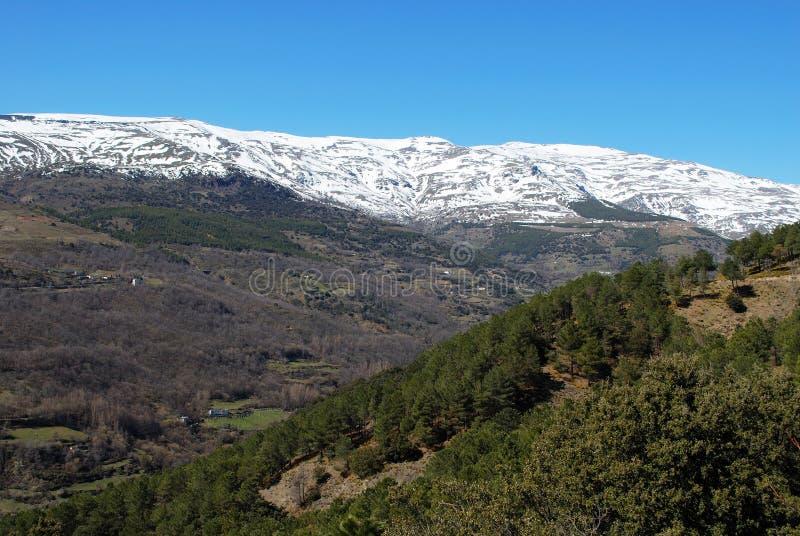 Toppig bergskedjaNevada berg, Andalusia. royaltyfria bilder