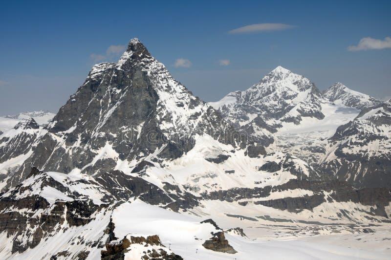 Toppmötena av Matterhornen och bucklan Blanche arkivbilder