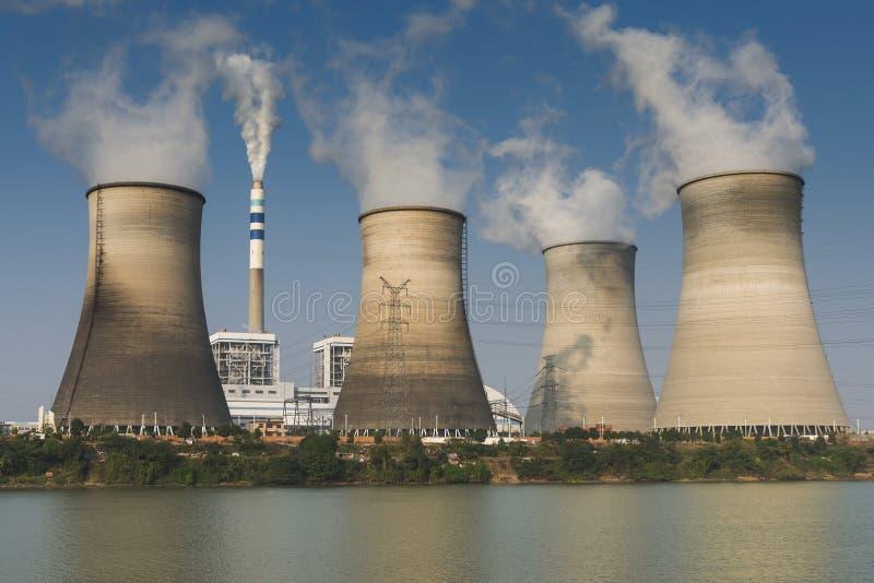 Tops de torres de enfriamiento fotografía de archivo