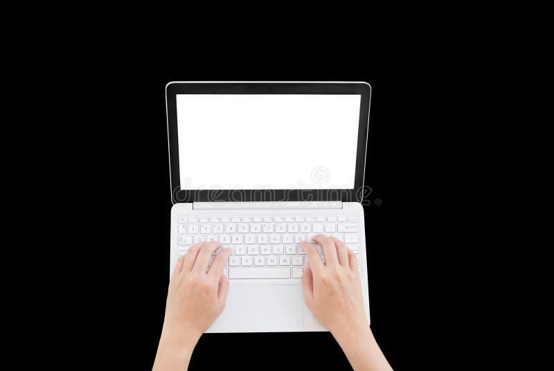 Topview рук использующ или печатающ компьтер-книжку стоковые изображения