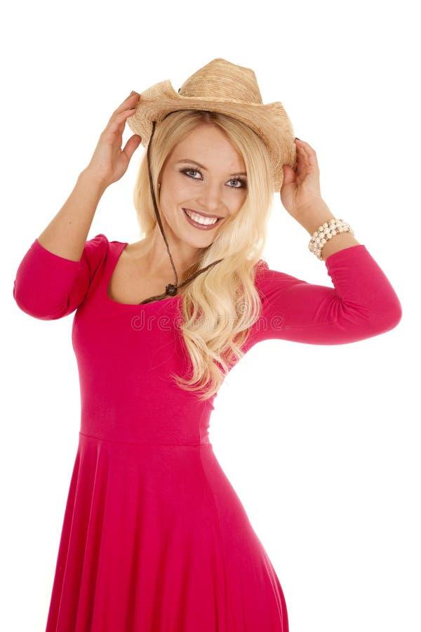 Toque e sorriso ocidentais do chapéu do vestido do rosa da mulher imagem de stock royalty free
