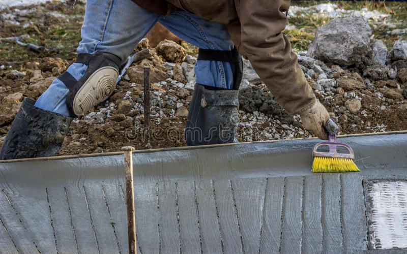 Toques finales del trabajador del cemento fotos de archivo libres de regalías