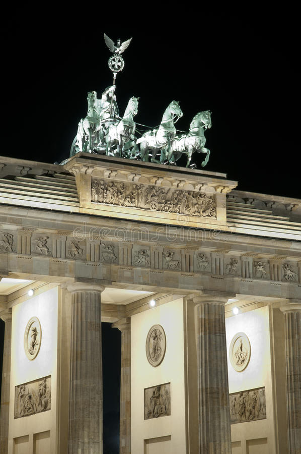 tor ночи brandenburger berlin стоковое фото